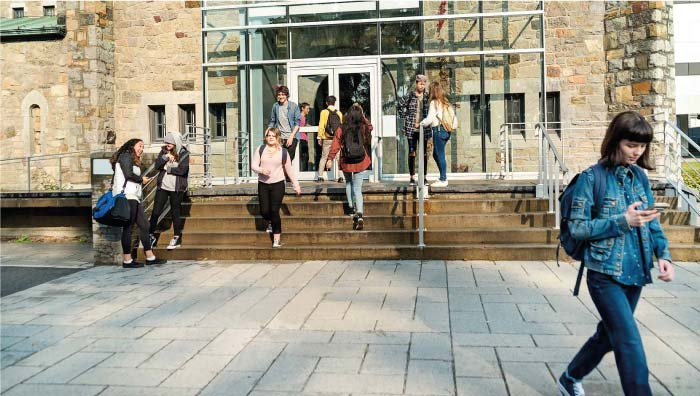 Students-walking-into-and-out-of-university-building